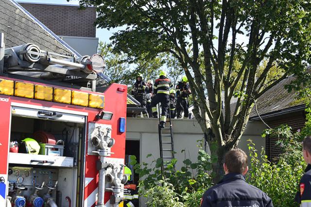 Hoofddorp: Dakbrand bij Claus Event Center