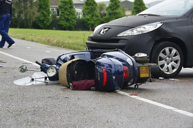 Hoofddorp: Scooterrijder ernstig gewond