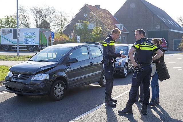 Auto niet meer open te krijgen na ongeval op de Oude Kruisweg