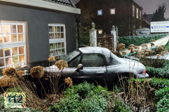 Cruquius: Auto komt tot stilstand tegen woonhuis