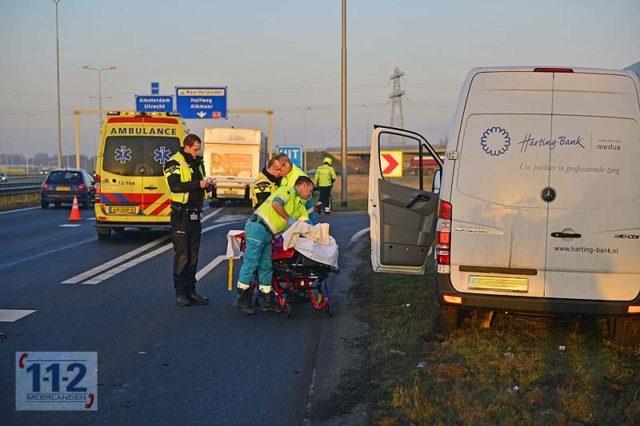 Vijfhuizen – Bestuurder bedrijfsbusje gewond bij ongeval N205