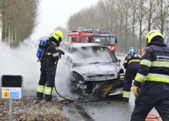 Hoofddorp – Auto vliegt spontaan in de brand op de Weg om de Noord