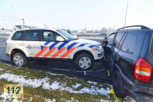 Zoeterwoude – Politie rijdt auto klem op A4 na achtervolging vanaf Badhoevedorp
