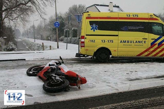 Aalsmeer – Brommer botst tegen personenwagen