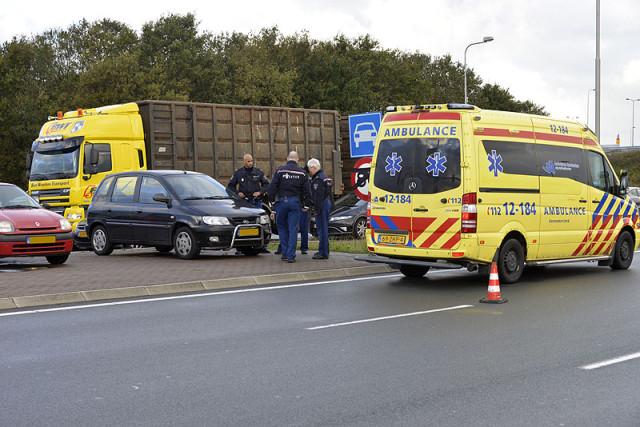 112Meerlanden | Hoofddorp: Aanrijding met drie wagens op de N201: www.112meerlanden.nl/2013/10/29/hoofddorp-aanrijding-met-drie...
