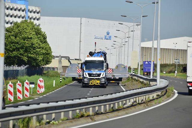 112Meerlanden | Schiphol- Dakota op transport naar het Aviodrome: www.112meerlanden.nl/2016/09/27/schiphol-dakota-op-transport-naar...