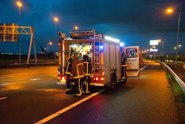 Hoofddorp: Drie maanden oude wagen brand uit op de A4
