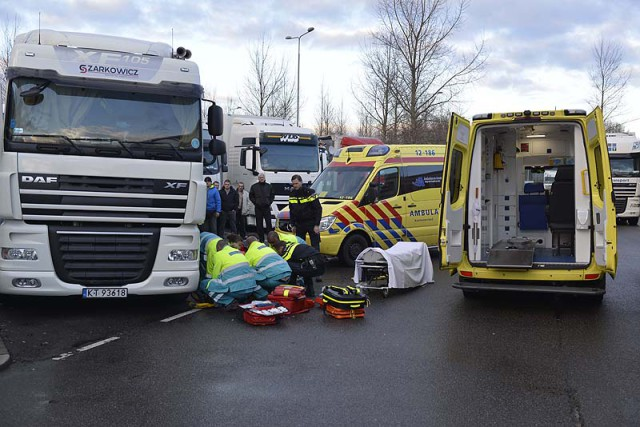 Hoofddorp: Dronken chauffeur zwaargewond na val van vrachtwagen