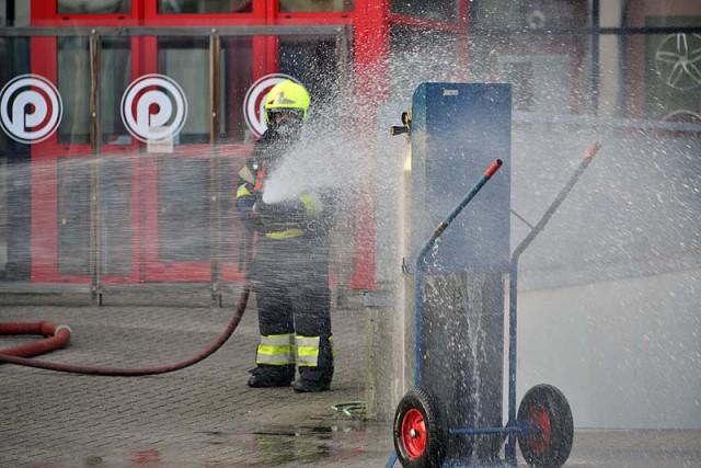 Nieuw-Vennep: Brandende gasfles in garagebedrijf