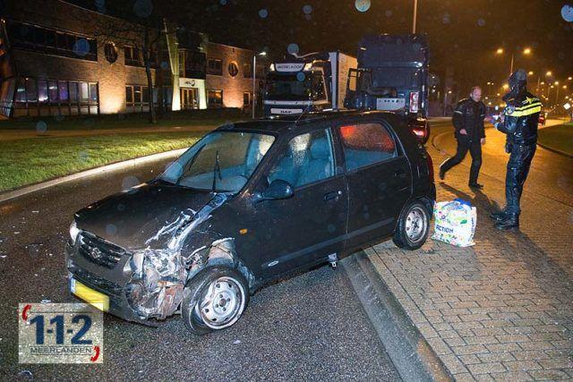 Nieuw-Vennep – Personenwagen bots frontaal op vrachtwagen