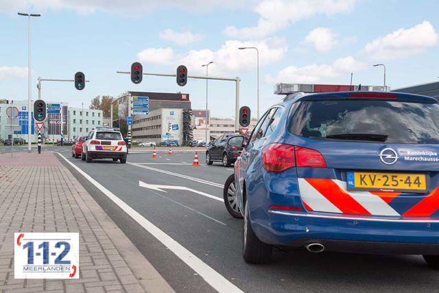 Schiphol – Politiewagen botst achterop personenwagen
