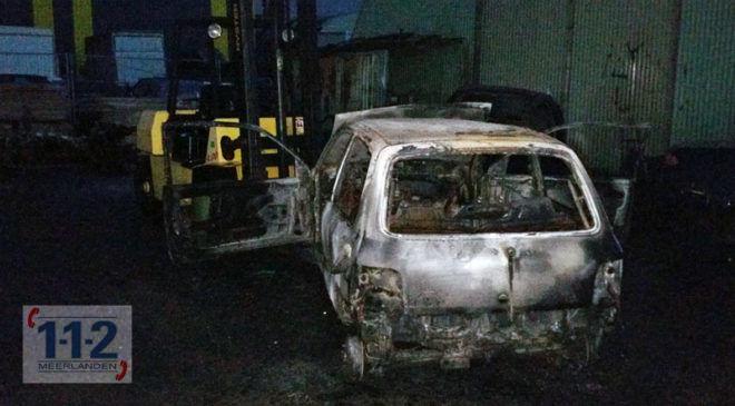 Vijfhuizen – Man loopt brandwonden op bij autobrand