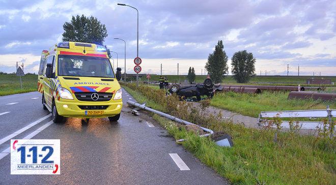 Hoofddorp – Auto op z'n dak, twee gewonden