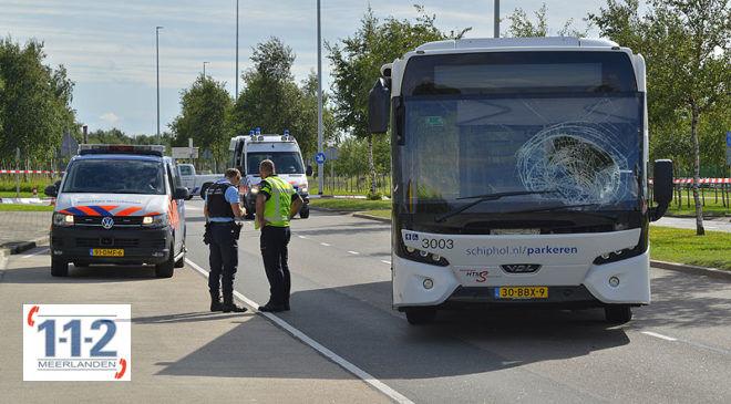 Schiphol – Man zwaargewond na aanrijding met pendelbus