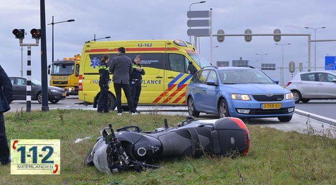 Hoofddorp – Automobilist ziet motorrijder over het hoofd.