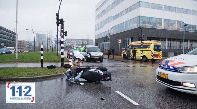Hoofddorp – Spookrijdende bestelwagen rijdt scooter aan