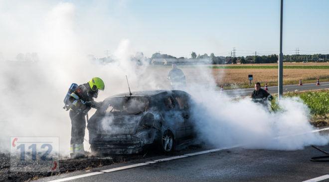 Vijfhuizen – Auto uitgebrand op de Driemerenweg N205