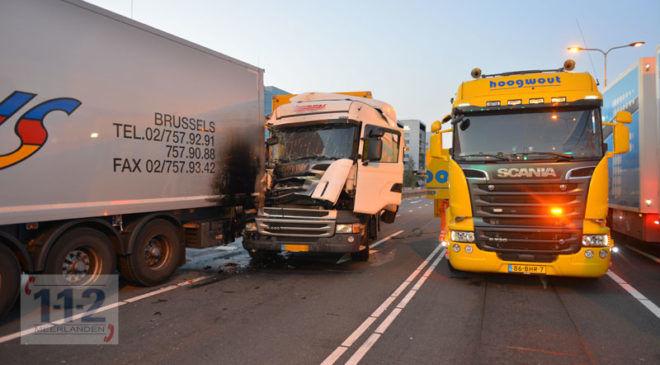 Schiphol-Oost – Vrachtwagen botst op vrachtwagen