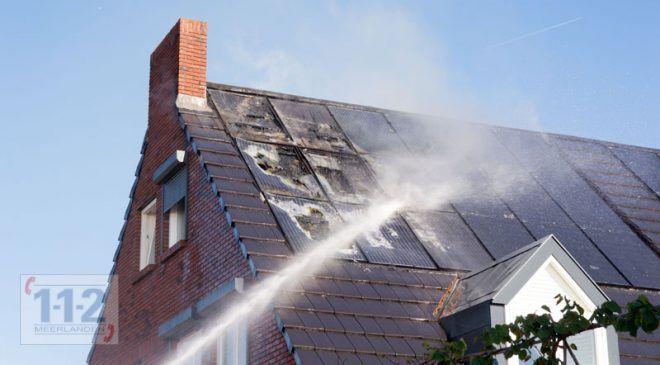 Zwaanshoek – Zonnepanelen vliegen in de brand op dak woning