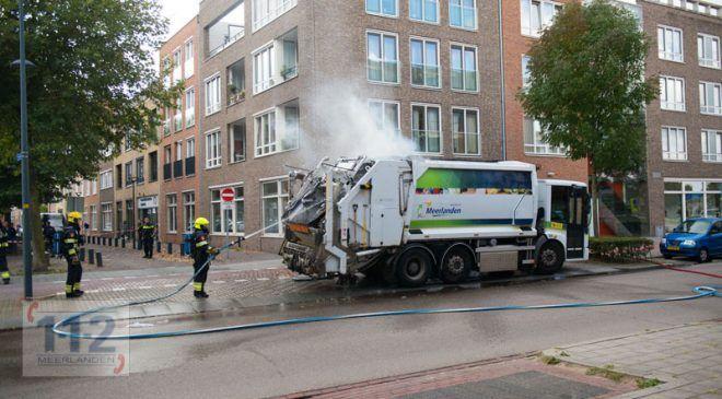 Hoofddorp – Vuilniswagen vat vlam