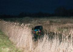 Nieuw-Vennep – Auto raakt van de weg en komt in naastgelegen sloot tot stilstand.