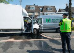 Hoofddorp – Bestuurder bakwagen ernstig gewond door aanrijding