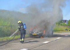 Hoofddorp – Auto vliegt in de brand